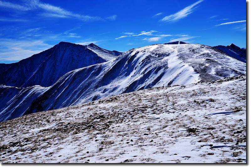 Loveland Pass  Point 12,915'西南眺Torreys & Grays 座14ers(左後)