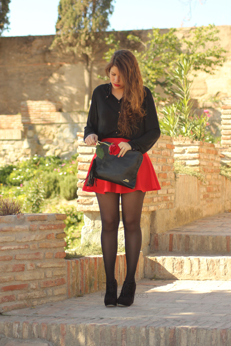 falda-roja-con-blusa-negra-HeelsandRoses-(1)