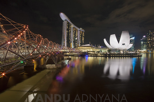 Helix Bridge, Marina Bay Sands & ArtScience Museum - Singapore [Explore]