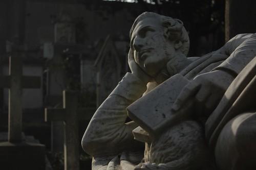 Particolare di tomba: statua