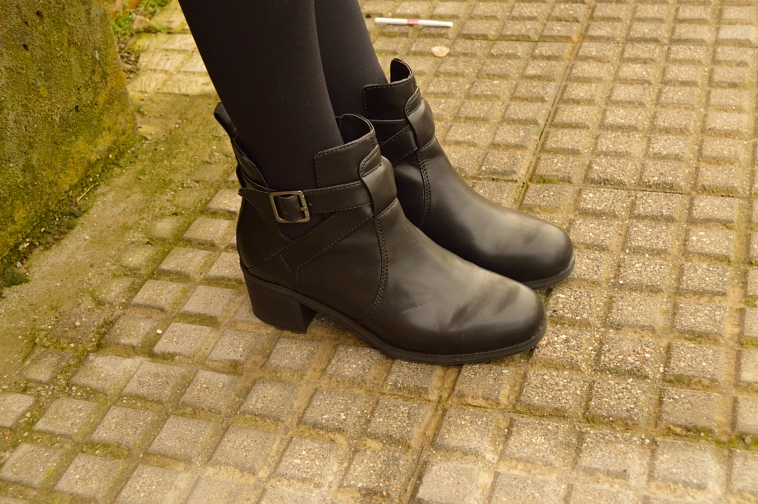 lara-vazquez-madlula-blog-fashion-details-black-boots