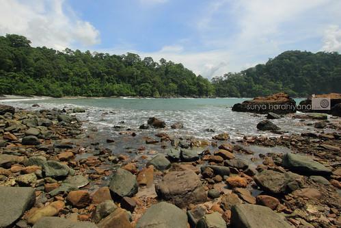 Pantai Batu di sekitar Teluk Hijau, Banyuwangi