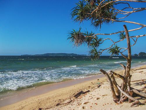 Beach at Rusukan Besar Island
