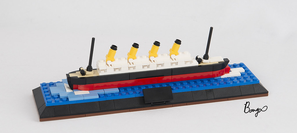 tiny titanic (custom built Lego model)