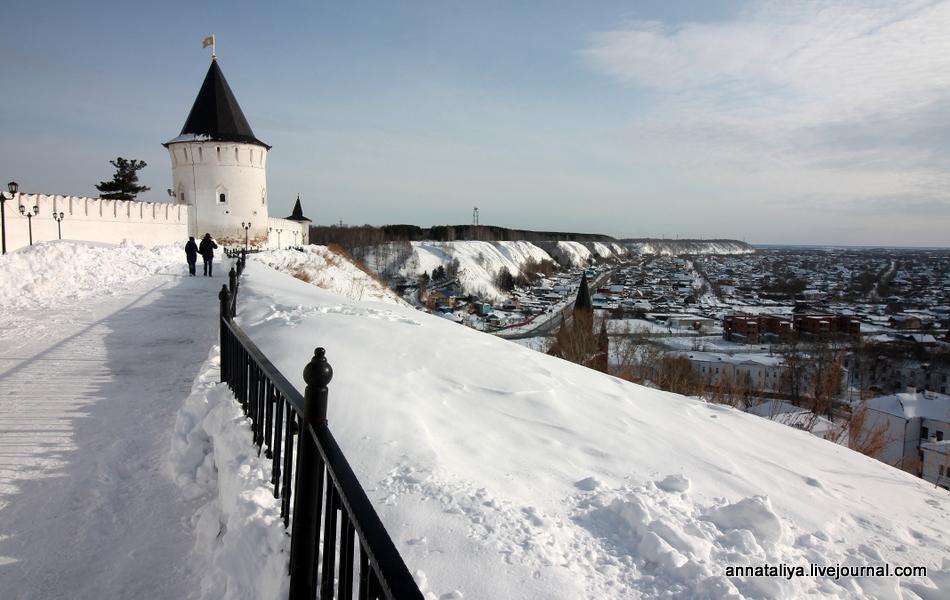 Почему во всей Сибири лишь один каменный кремль?