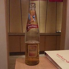 とりあえずビール。インドで最もポピュラーなブランド。KINGFISHER。知財系オフ会@デリー スタート。