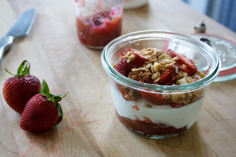 Strawberry Rhubarb Yogurt Parfait