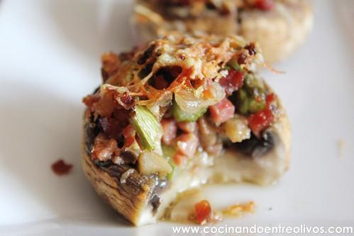 Champiñones rellenos de espárragos verdes y jamón www.cocinandoentreolivos (2)