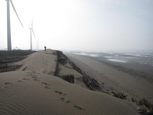 草漯沙丘與風機。攝影:台灣環境資訊協會。