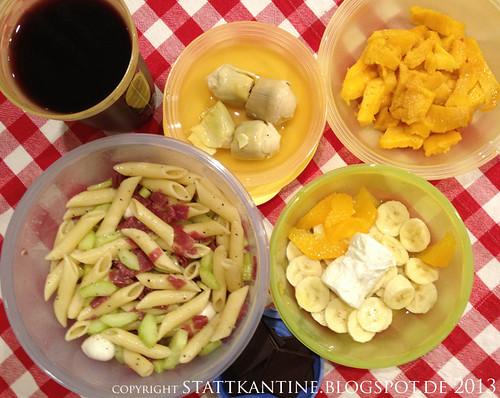 Stattkantine 4. April 2013 - Nudelsalat mit Mozzarella und Bresaola, Mango, Schokolade
