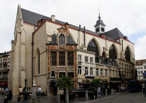 Brüssel, Petit Rue au Beurre/Korte Boterstraat, Église Saint-Nicolas au Marché/Sint-Niklaaskerk und Maison de Goude Huyve