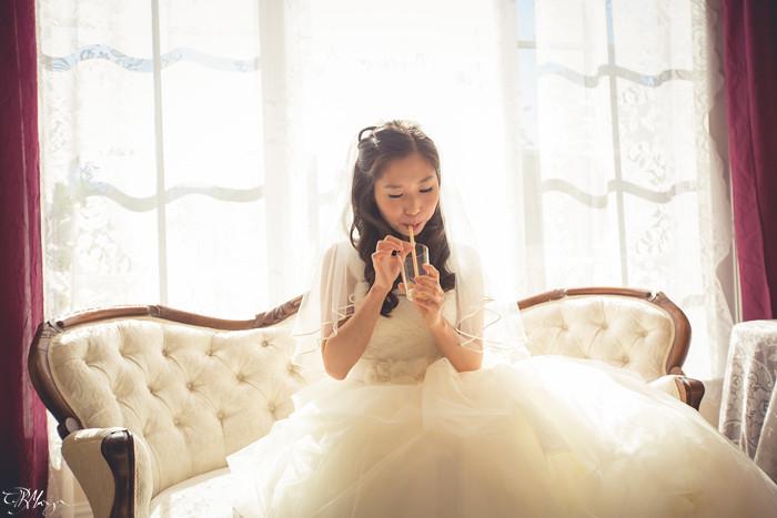 Bride-Drinking-OJ