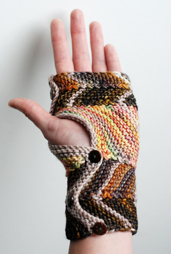 zig-zag mitts with buttons