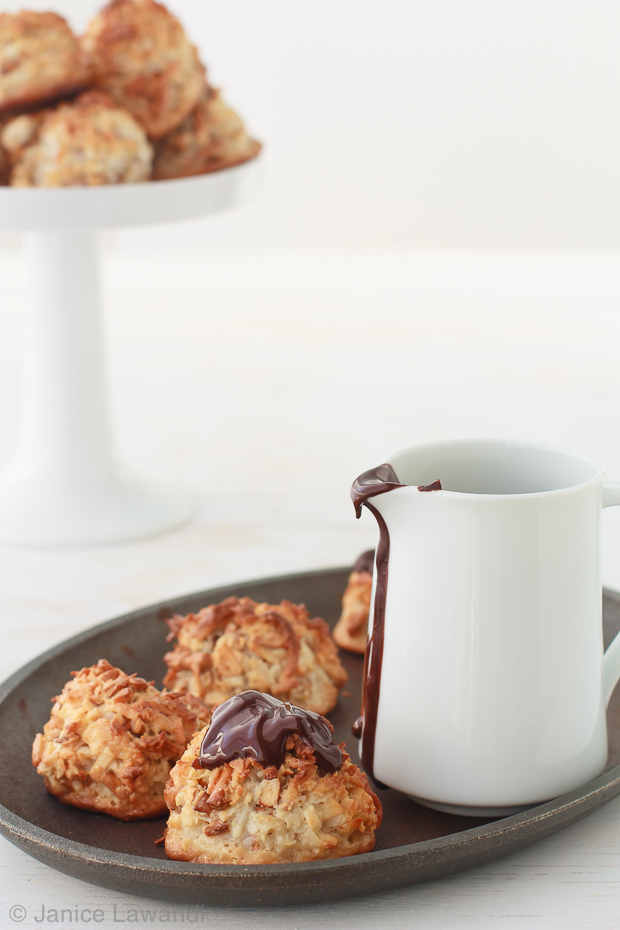 stoopid macaroons with melted chocolate | kitchen heals soul