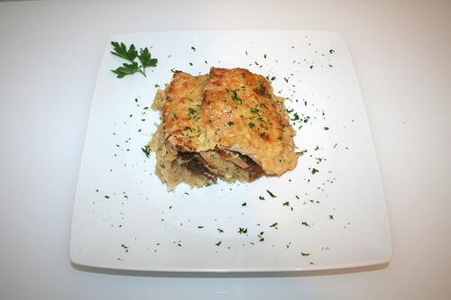 42 - Bayrischer Fleischkäse-Sauerkraut-Auflauf - Serviert / Bavarian meat loaf sauerkraut casserole - Served