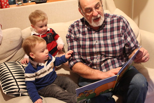 Grandpa Reads Peek-a-Zoo