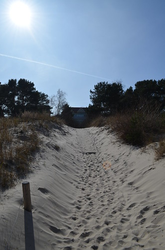 Ahlbeck beach Germany_sandy path to town with sun
