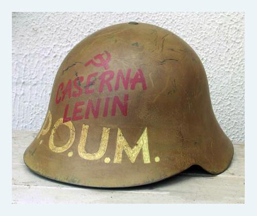 Casco del ejército español, modelo «Trubia» con inscripción del POUM (Partido Obrero de Unificación Marxista) e inscripción de la «Caserna Lenin» by Octavi Centelles
