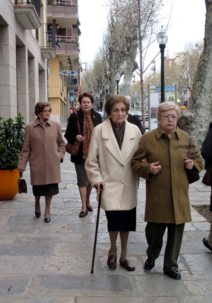 10d04 Arenys Señoras católicas Uti 415
