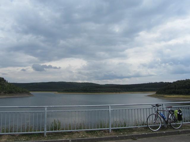 Inkognito an einem sehr idyllischen und extrem ruhigen linksrheinischen Stausee - Der Betreiber  meint es sei schon die Nordeifel.