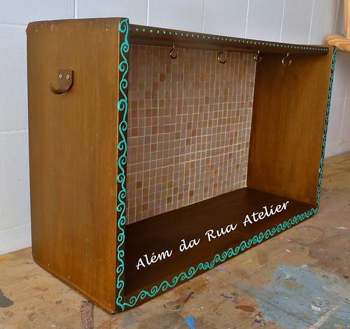 Prateleira feita com gaveta antiga