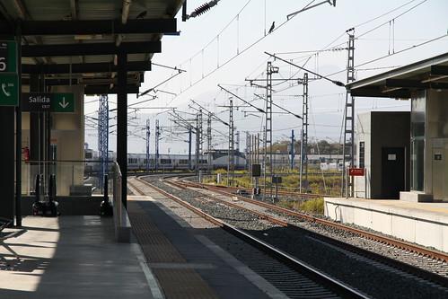 Tren saliendo de la estación de alta velocidad de Antequera Santa Ana