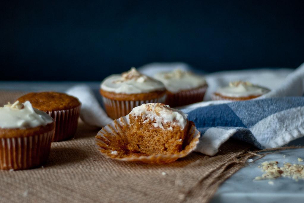 Pumpkin cupcake crumb zoom out