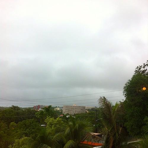 Typhoon Francisco 台風来てます。 関係ないけど学校は休みらしい。 子供達は3連休じゃん^_^