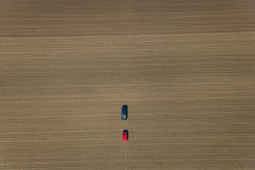auto field car landscape thüringen automobile landwirtschaft feld pickup agriculture landschaft th kombi gth redcar pkw rotesauto 18102005 ackerbau 5d001678 nottleben