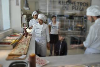http://hojeconhecemos.blogspot.com.es/2013/11/eat-kilometros-de-pizza-madrid-espanha.html