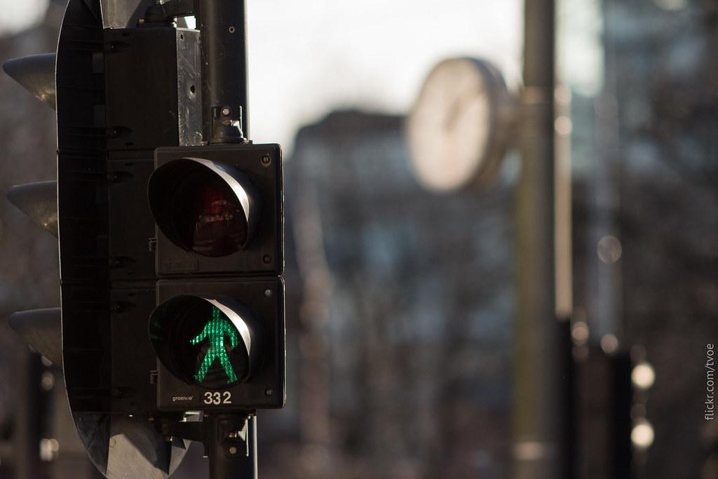 Светофор и часы в Амстердаме