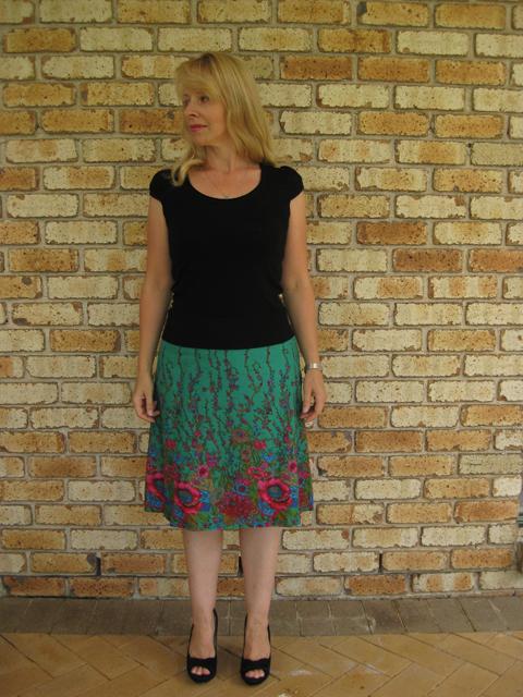 Border print A-line skirt