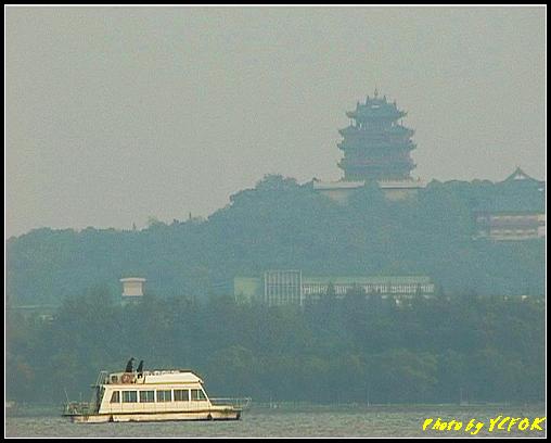 杭州 西湖 (其他景點) - 268 (在西湖十景之 蘇堤 看西湖及吳山天風上的城隍閣)