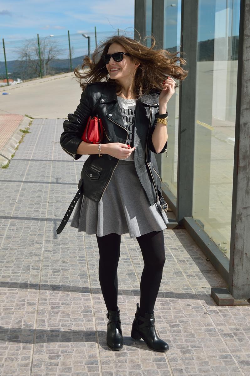 lara-vazquez-madlula-blog-chic-skirt-skater-easy-look