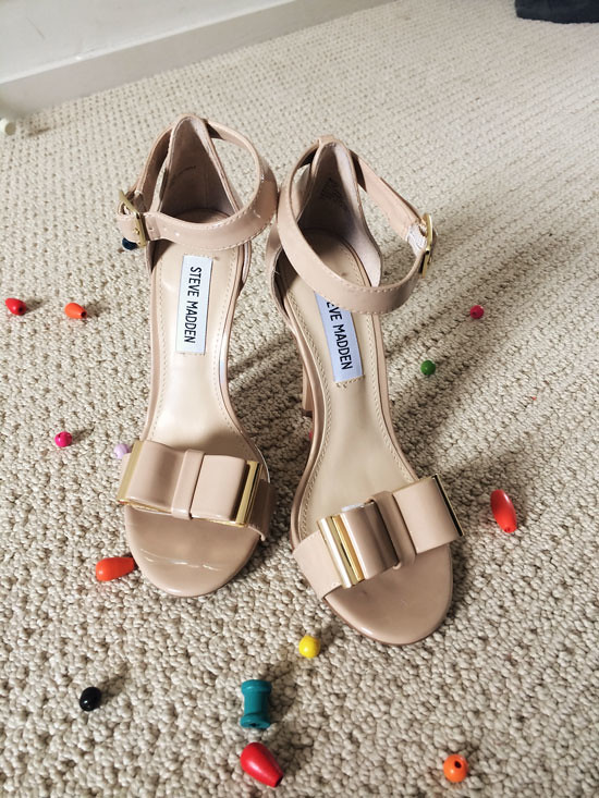steve madden react nude patent bow pumps