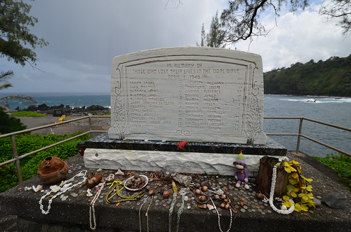 Laupahoehoe Point memorial
