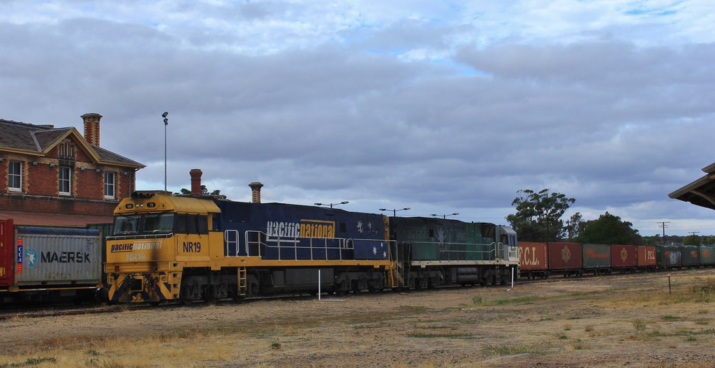NR19 then re-attaches to NR85 to push it further down the siding to be attended to the next day by bukk05