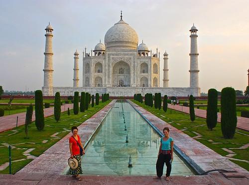 Lina and Olga in front of the Taj Mahal