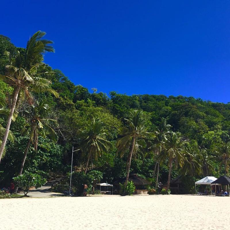 Hoy hemos cambiado de playa, al norte de Boracay... #phillipines #pukabeach