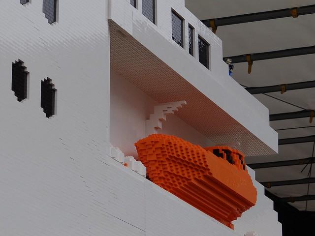 Największy statek z klocków Lego 14