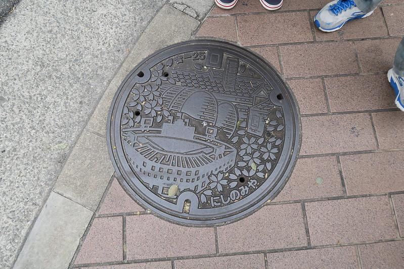 西宮市 路上的水溝蓋