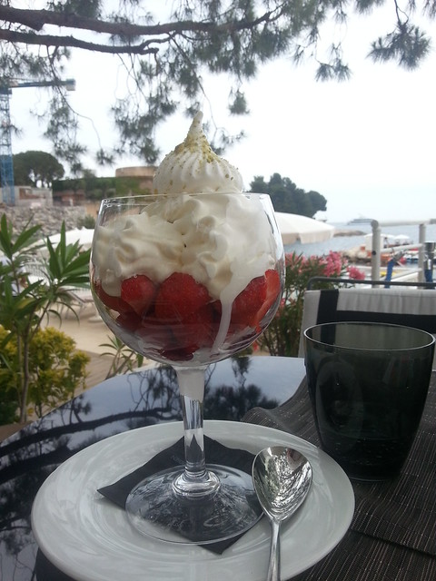 strawberry vachein muse restaurant Le Meridien Beach Plaza Monaco