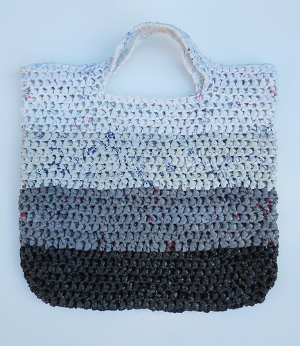 Free Crochet Patterns Plarn Bags : Fade to White Plarn Tote Bag My Recycled Bags.com