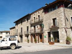 Façama de Ca l'Estamenya que també ofereix una agrobotiga a la planta baixa de l'edifici.
