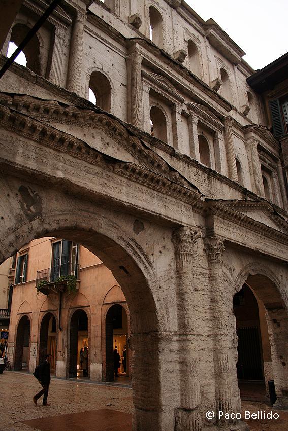 Porta Borsari. © Paco Bellido, 2006