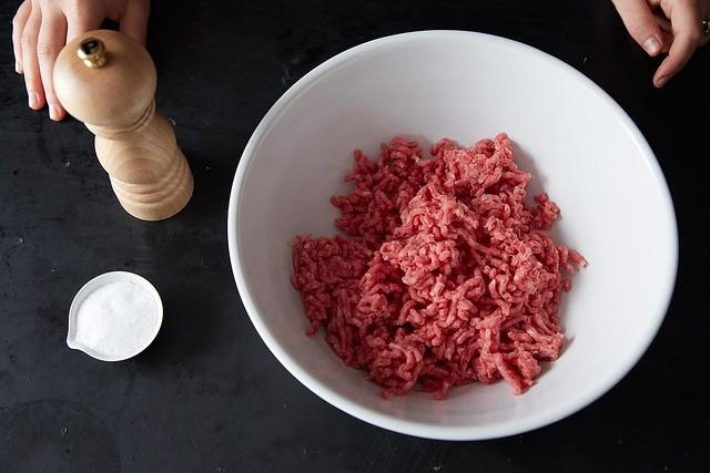 Seasoning meat