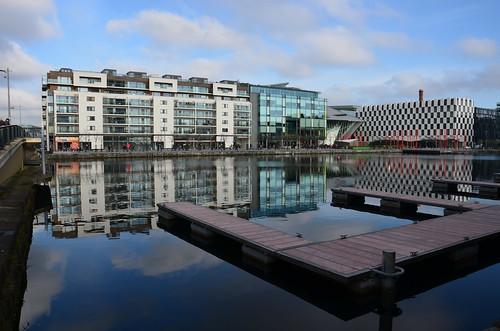 Am grossen Canal gibt es futuristische Bauten.