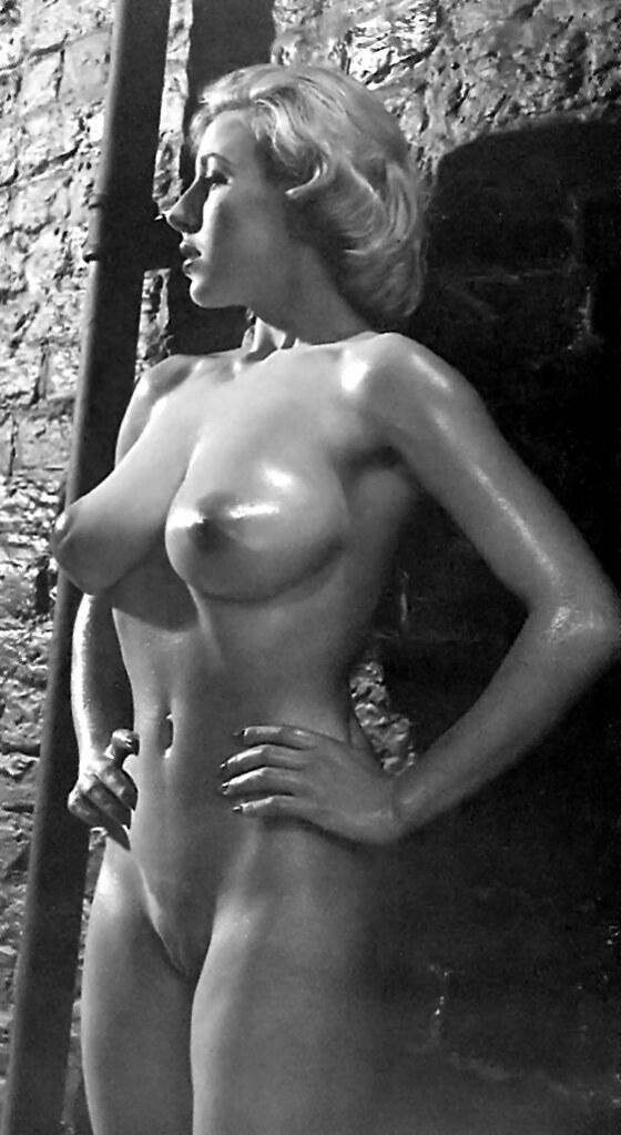 Della Nude 48