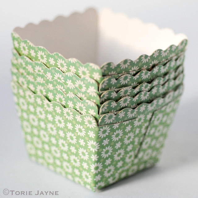Green & white floral baking cups