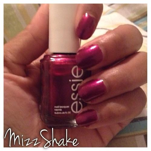 The Lace Is On #essie #thelaceison #nailpolishaddict #nailpolishjunkie #beautyblogger #beautyvlogger #mizzshake #notd #currentmani #mani #instagood #instadaily #instanails